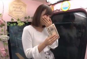 ナンパされてお金につられて、エッチしてしまう若妻